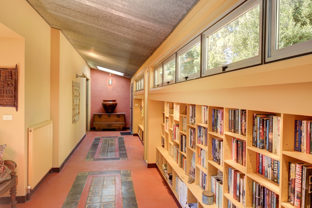 southern-highlands-holiday-home-library